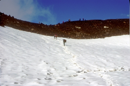 The cairn at the Pin Parvati Pass (5319m alt) is visible in the picture.