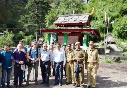 In honor of the Great Himalayan National Park becoming a World Heritage Site, the Friends of GHNP and officials paid obeisance to the Gushaini Temple and undertook a small trek in the Park.