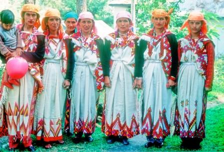 Women from GHNP ecozone in their traditional attire.