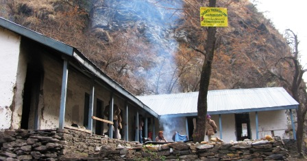 Modest staying facilities at Shakti village. This is on the periphery of the Park in Sainj Valley.